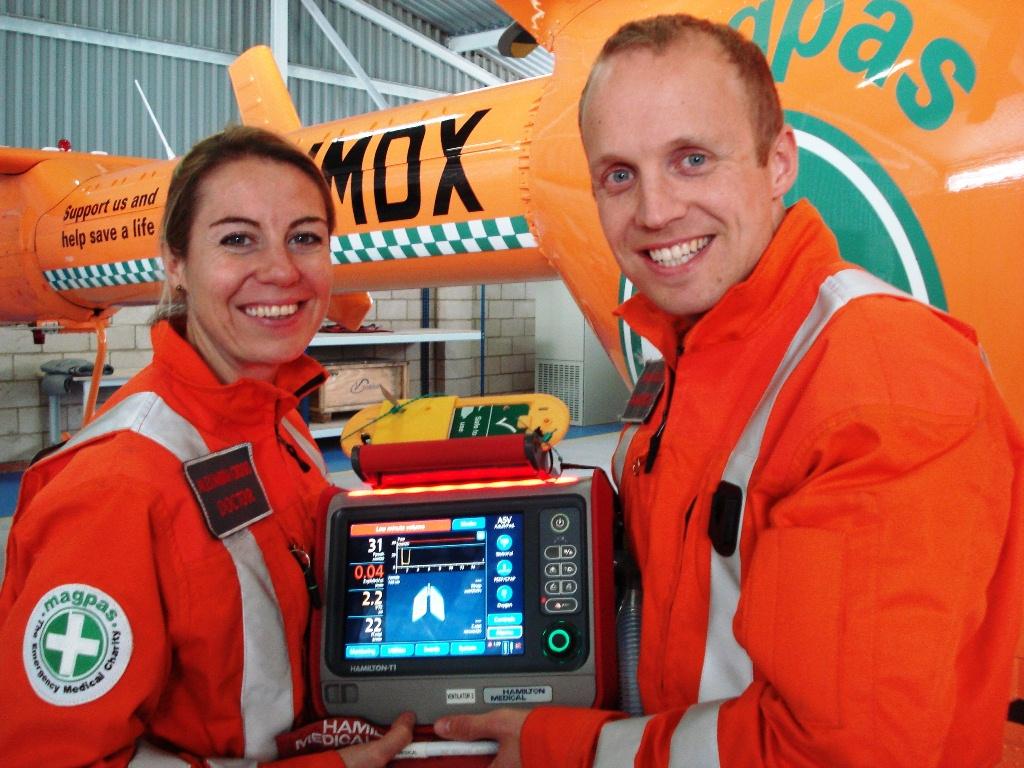 LOW-RES---Magpas-Helimedix-team-holding-Hamilton-ventilator-close-up.jpg