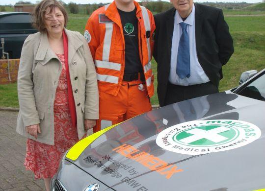 Magpas Paramedic Dan Read with Alec & Glyn Molton 1