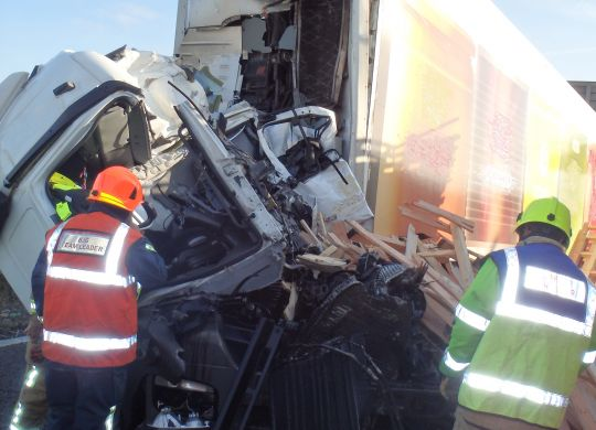 18-June---Lorry-vs-Lorry-on-M25-nr-Dartford-Hazleman--Pearce.jpg