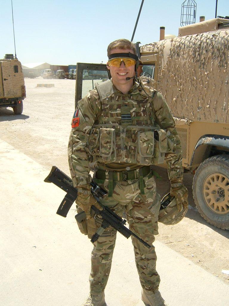 Tom-Fletcher-serving-in-the-RAF-in-2012.JPG