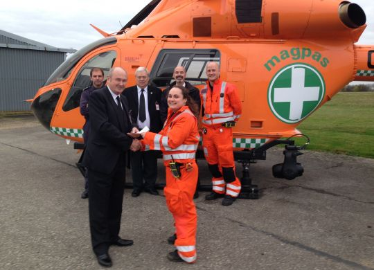 Lincolnshire-Masons-handing-the-cheque-to-the-Magpas-team.jpg