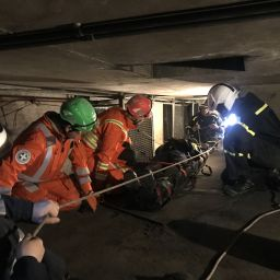 CFRS-and-Magpas-team-training-in-confined-space.jpg